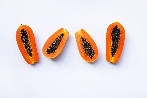 Papaia su bianco