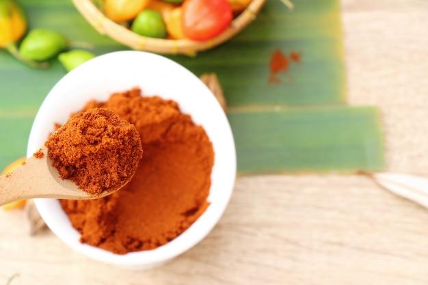 Paprika in polvere piccante rosso e peperoncino