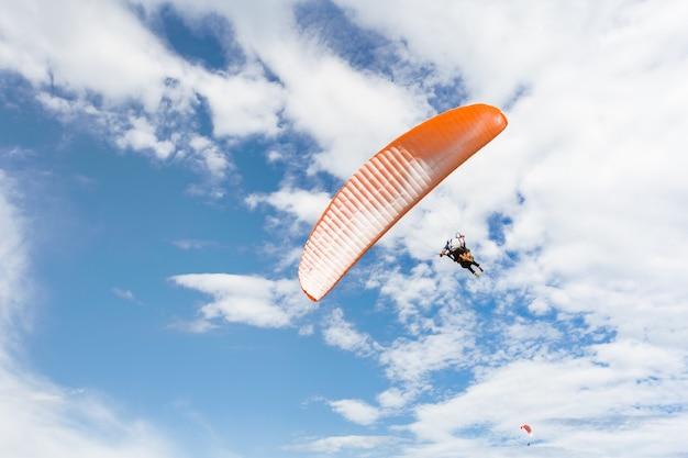 Paraplane volare in alto