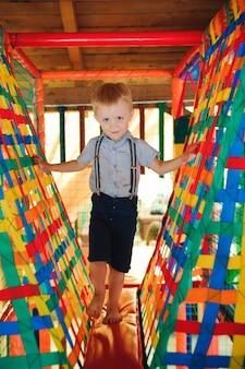 Parco giochi nel parco divertimenti al coperto per bambini