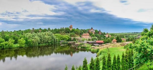 Parco nel villaggio di buki, in ucraina
