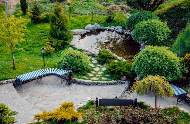 Parco pieno di vegetazione