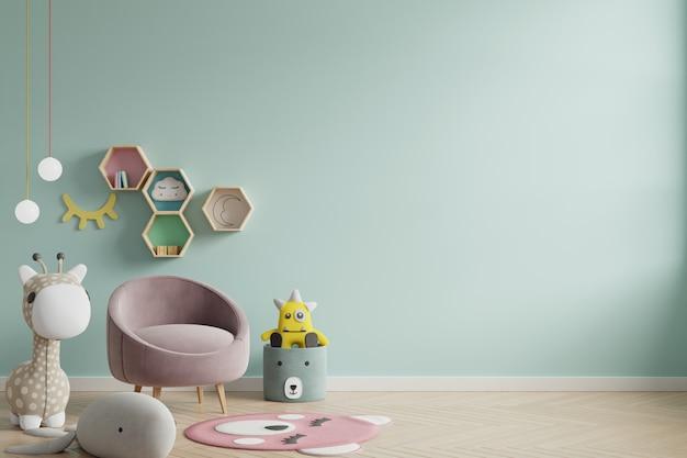 Parete del modello nella stanza dei bambini sul fondo di colori verdi della parete.