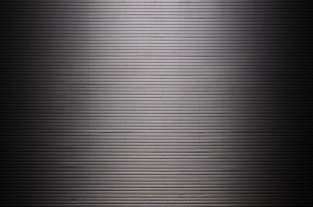 Parete metallica con sorgenti luminose invisibili che illuminano il centro per il posizionamento del prodotto