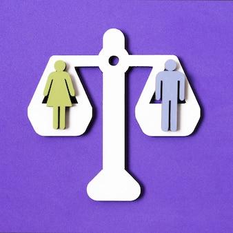 Parità tra uomo e donna su una bilancia