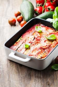 Parmigiana tradizionale italiana con zucchine