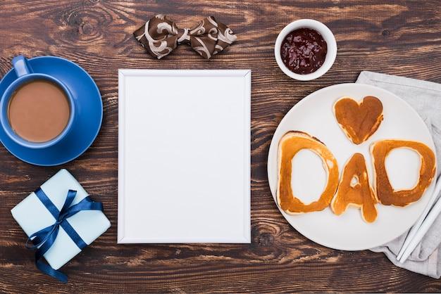 Parola del papà scritta in panini e blocco note del pane