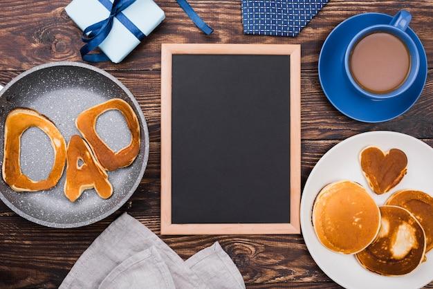Parola del papà scritta nei panini del pane e nella struttura dello spazio della copia