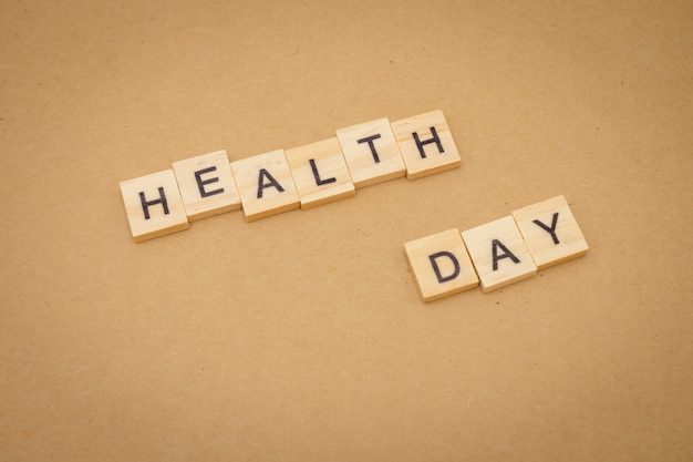 Parola di legno giornata della salute utilizzando come sfondo giornata mondiale concetto e giornata della salute
