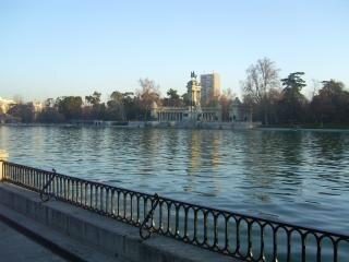 Parque del retiro di madrid, il lago