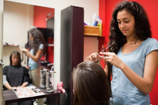 Parrucchiere taglio capelli femminile