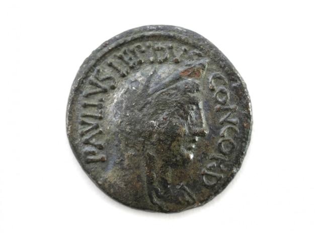 Parte anteriore di una moneta di rame romana