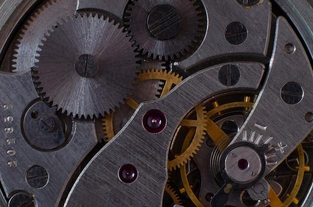 Parte del meccanismo di un primo piano di un orologio da tasca