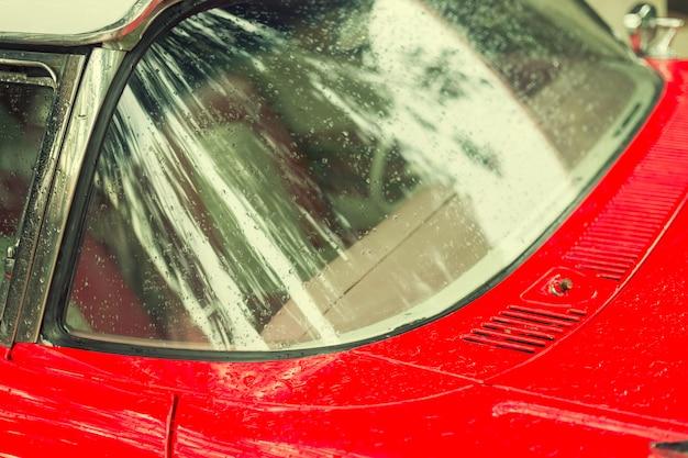 Parti dell'automobile rossa vintage