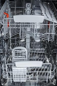 Parti della lavastoviglie dall'interno.