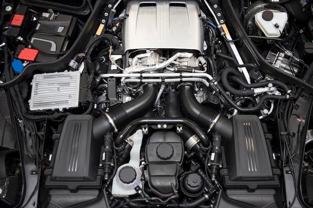 Particolare del primo piano del potente motore dell'auto
