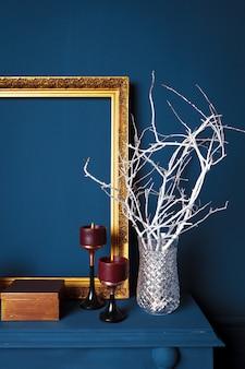 Particolari moderni del salone di colore blu scuro