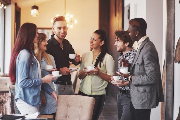 Partito di evento di celebrazione del caffè di affari della pausa caffè