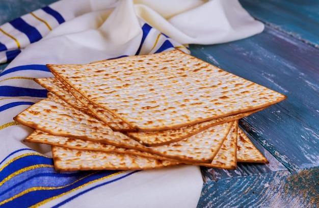Pasqua ebraica pane pasquale sopra il tavolo.