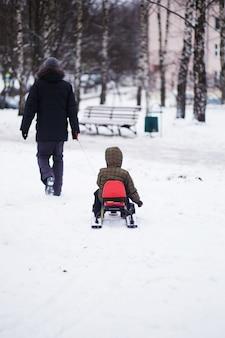 Passeggiata invernale con bambino