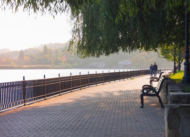 Passeggiata sul lago