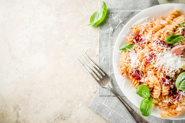Pasta al pomodoro e parmigiano