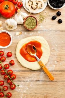 Pasta arrotolata con salsa di pomodoro