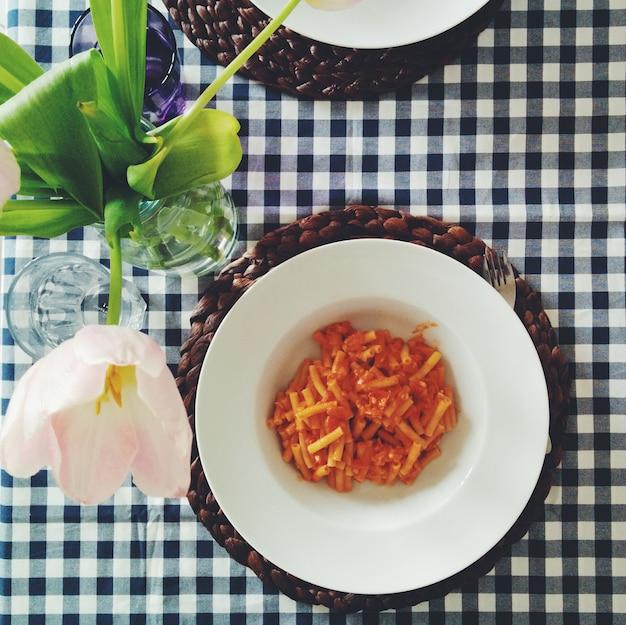 Pasta con salsa di pomodoro