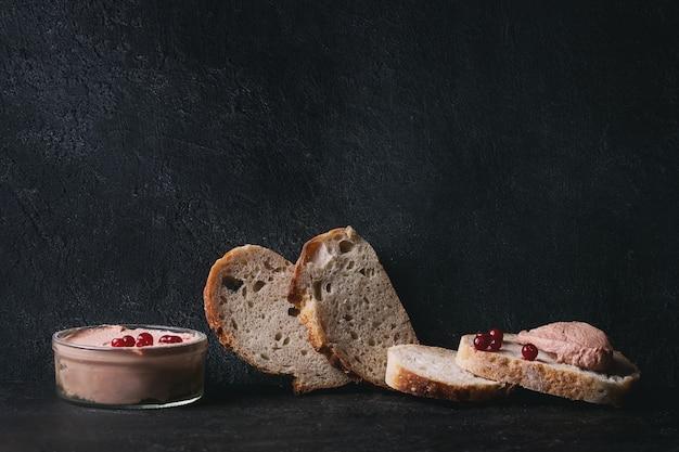 Pasta di fegato con pane