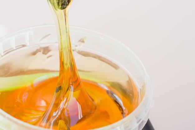 Pasta di zucchero o miele di cera per la rimozione dei peli