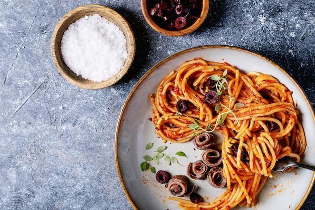 Pasta italiana classica di spaghetti all'acciuga