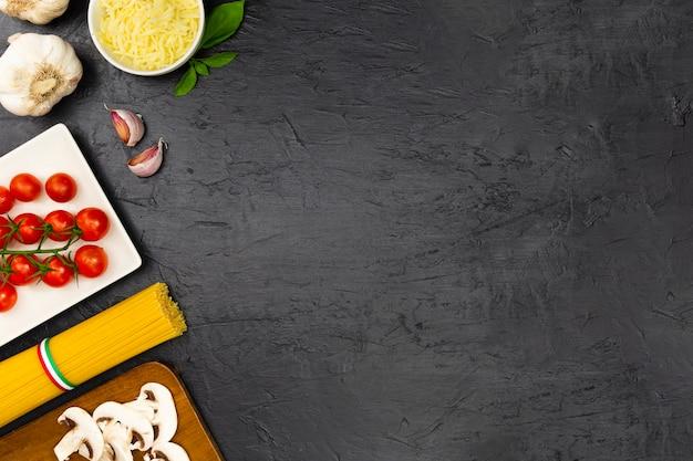 Pasta italiana con menta e aglio