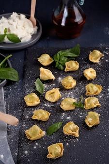 Pasta italiana con spinaci e ricotta