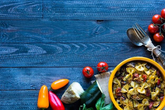 Pasta italiana con verdure