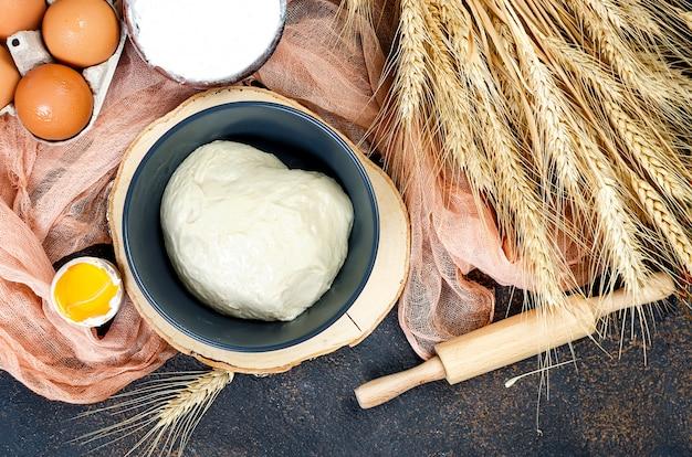Pasta lievitata e ingredienti