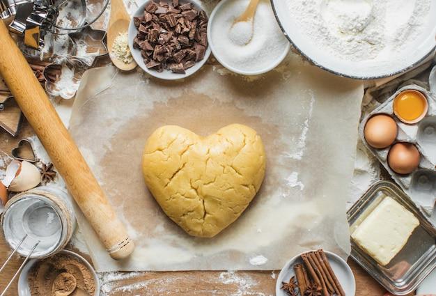 Pasticceria, torte, cucinare le proprie mani. messa a fuoco selettiva
