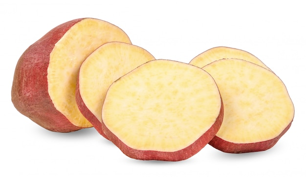 Patata dolce isolata su fondo bianco