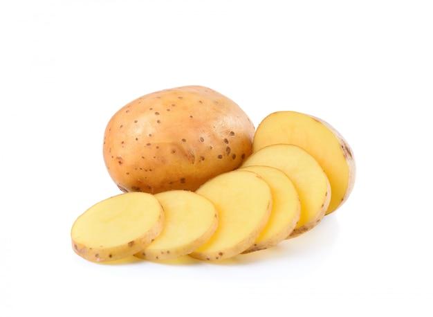 Patate affettate isolate