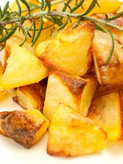 Patate al forno e arrosto con rosmarino