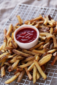 Patate fritte con salsa ketchup