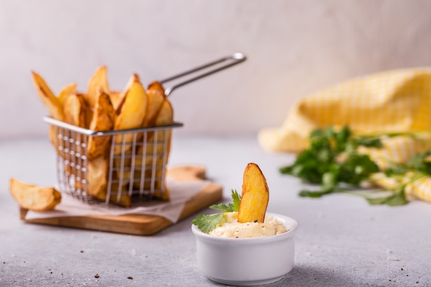 Patate fritte con spezie