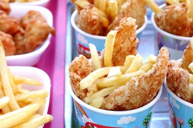 Patate fritte e pollo fritto