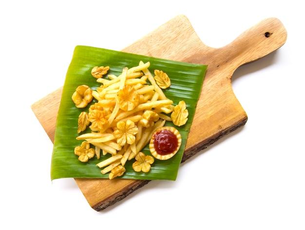 Patatina fritta patata scolpita a forma di fiore e foglia