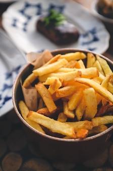 Patatine fritte con bistecca
