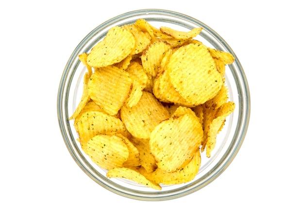 Patatine fritte con ciotola di verdure isolata on white