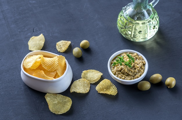 Patatine fritte con patè di olive