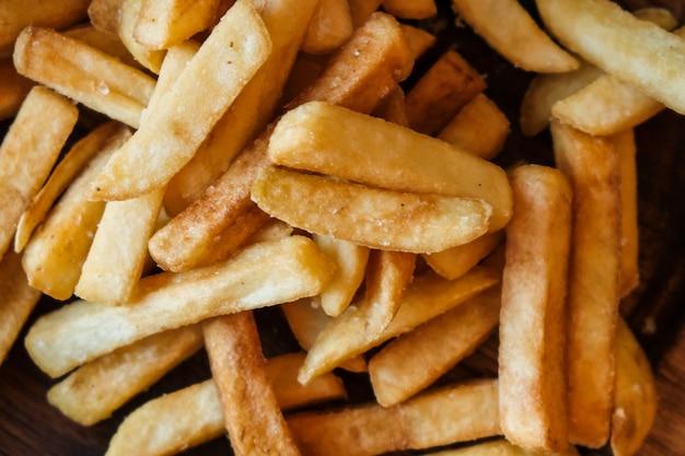 Patatine fritte dall'aspetto delizioso.