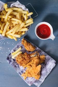 Patatine fritte di pollo con patate