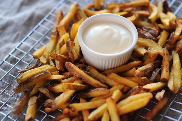 Patatine fritte e maionese