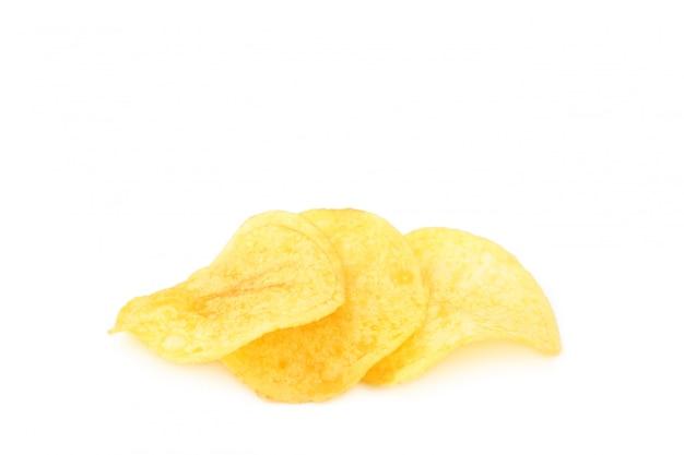 Patatine fritte isolate sulla parete bianca, tagliate